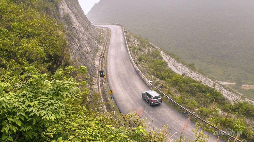 Hướng dẫn lái xe ô tô lên – xuống dốc an toàn.