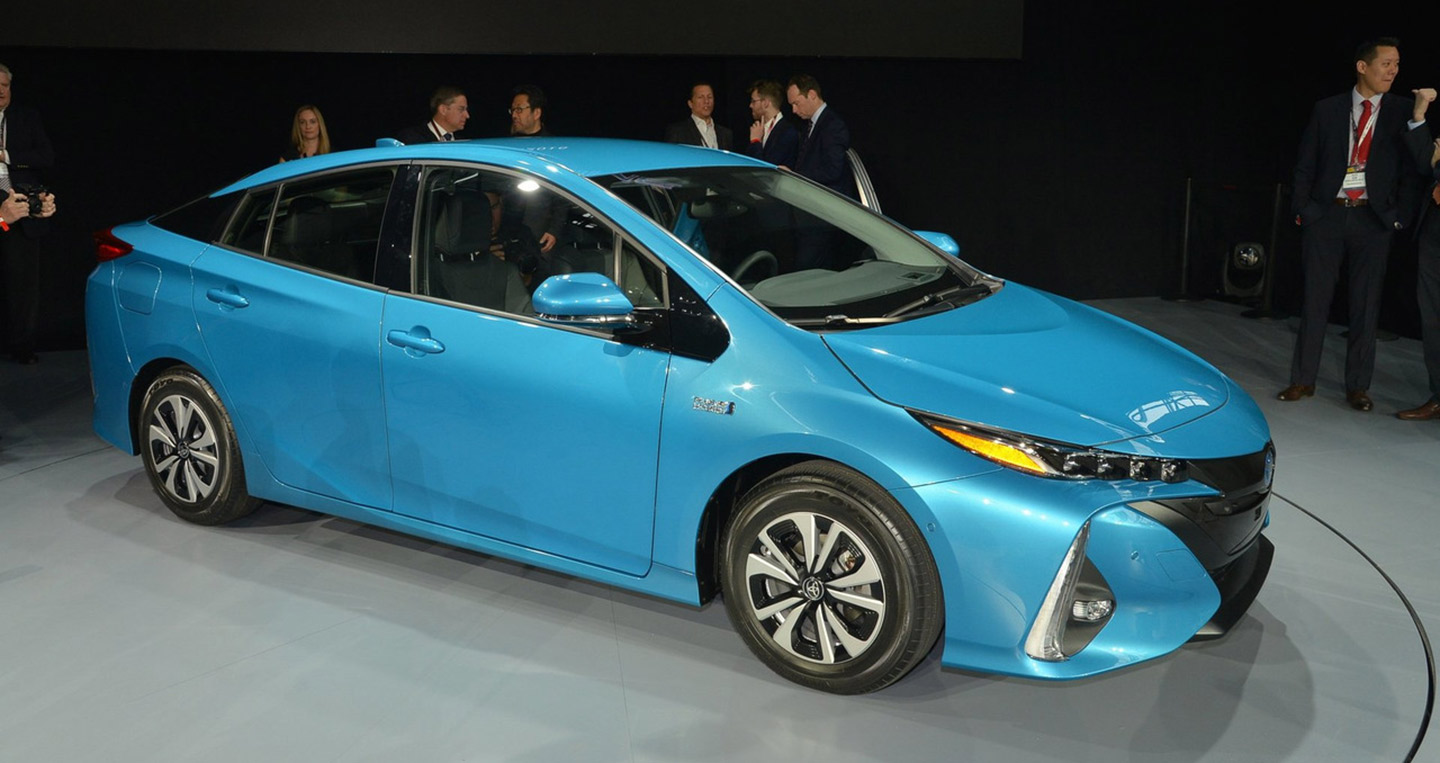 toyota-prius-prime-live-at-new-york-auto-show-2016.jpg