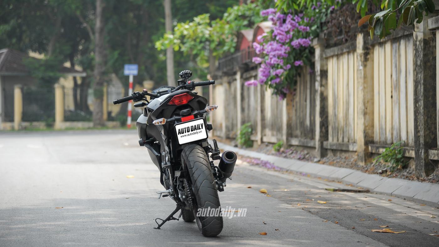 Đánh giá Z300 ABS (1).jpg