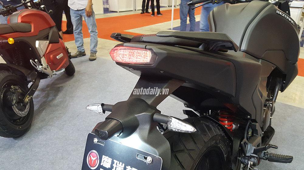 Kawasaki Z1000 (20).jpg