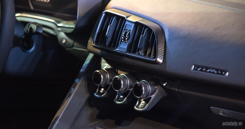 Audi R8 V10 (2).jpg