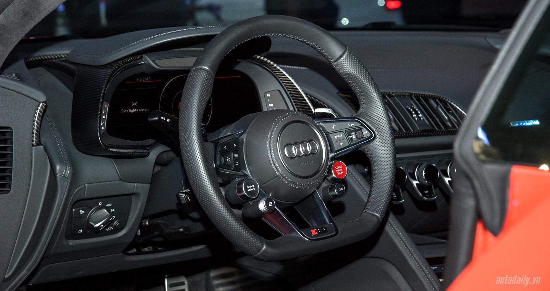 Audi R8 V10 (31).jpg