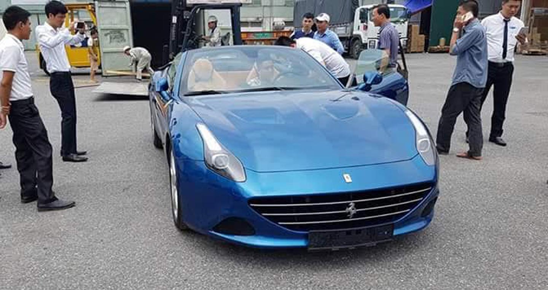 Siêu xe Ferrari California T thứ 2 về Việt Nam