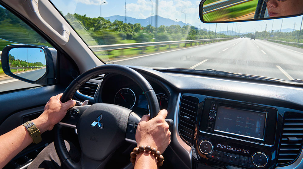 4 mối nguy hiểm khi đi ôtô dưới trời nắng nóng