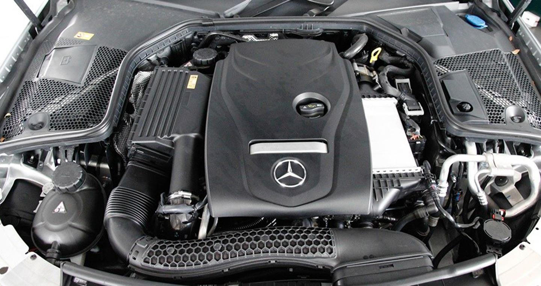 Đánh giá Audi A4 2016 và Mercedes C200 về Động cơ và an toàn