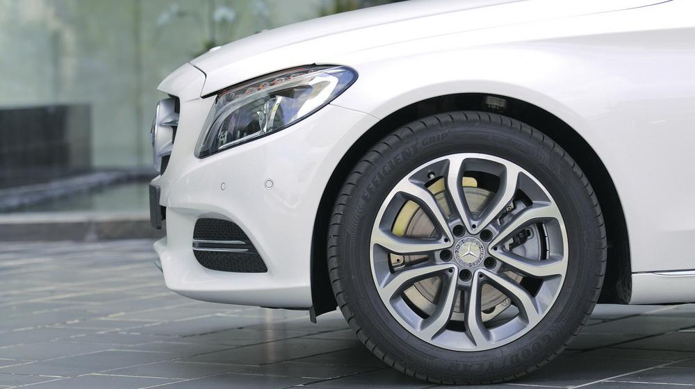Mercedes-benz-C200-(43).jpg