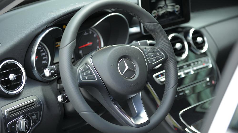 Mercedes-benz-C200-(55).jpg