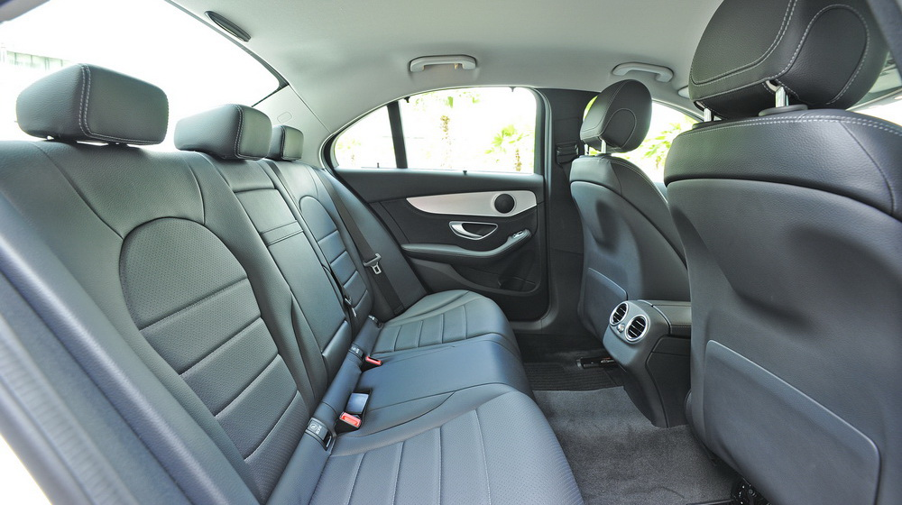 Mercedes-benz-C200-(63).jpg