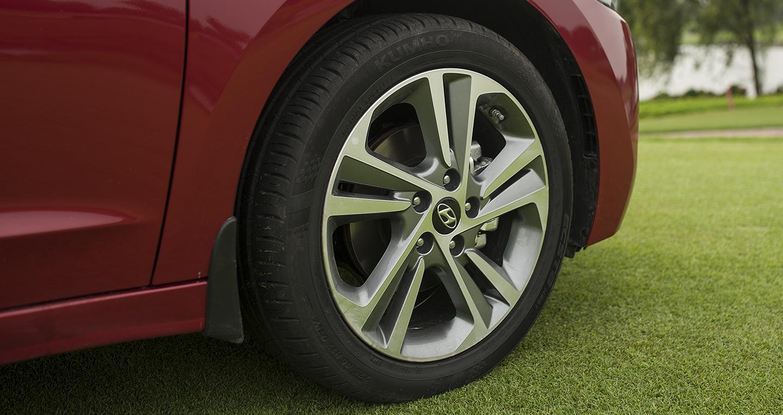Đánh giá xe Hyundai Elantra 2016 mới ra mắt