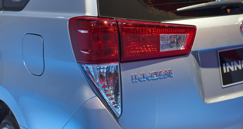 Toyota-Innova (1).jpg