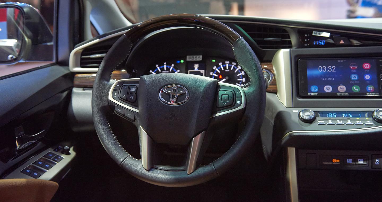 Toyota-Innova (21).JPG