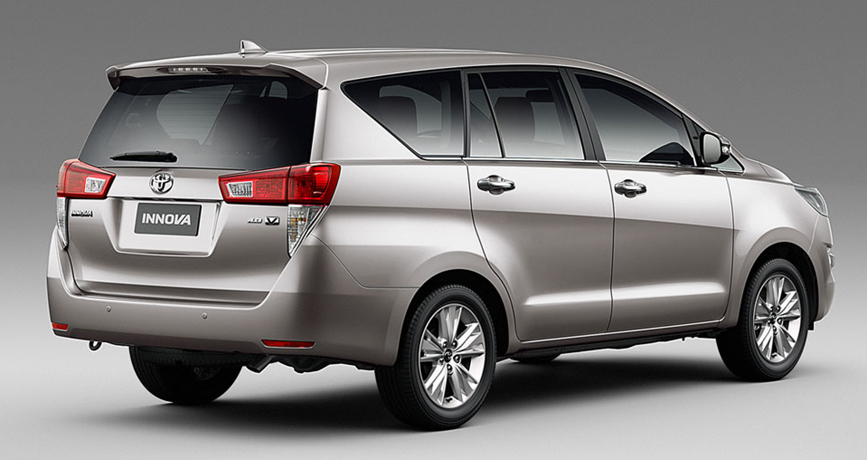 Toyota-Innova (6).JPG