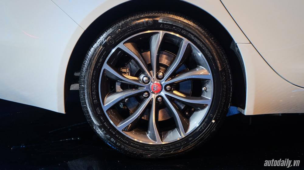 Jaguar XF (5).jpg