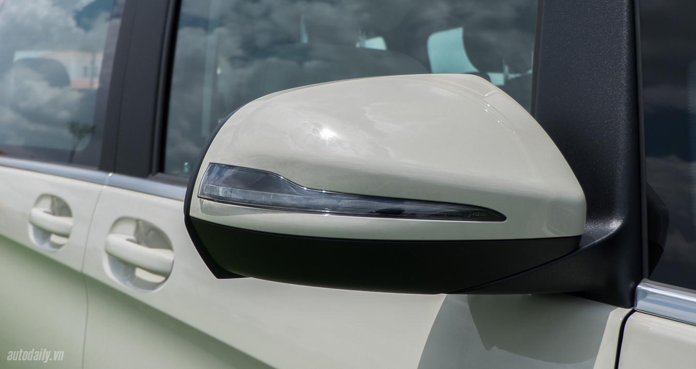 Mercedes-Benz_V250 (1).jpg