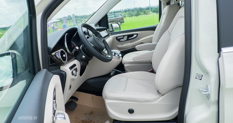 Mercedes-Benz_V250 (11).jpg