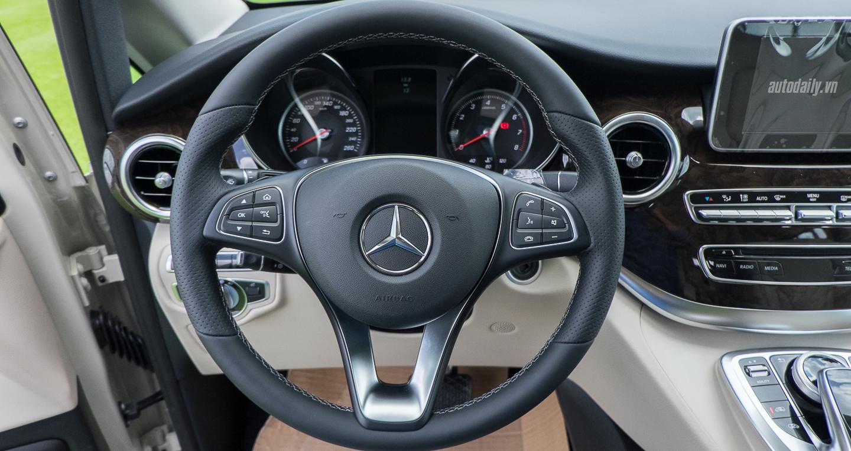 Mercedes-Benz_V250 (27).jpg