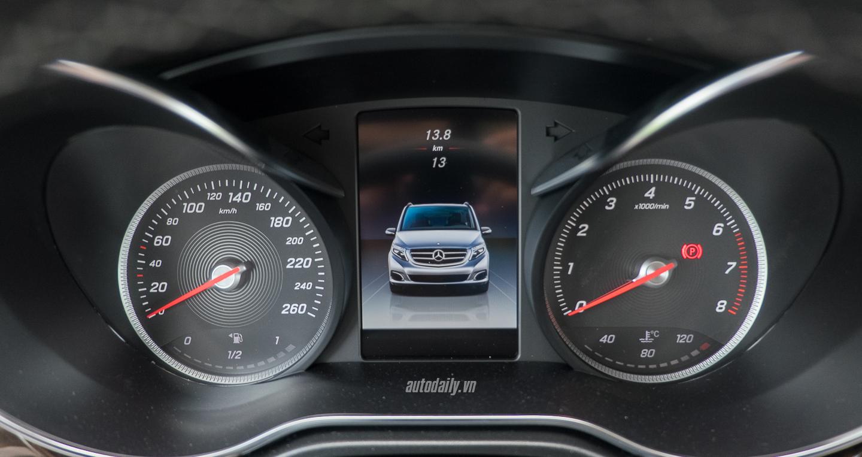 Mercedes-Benz_V250 (28).jpg