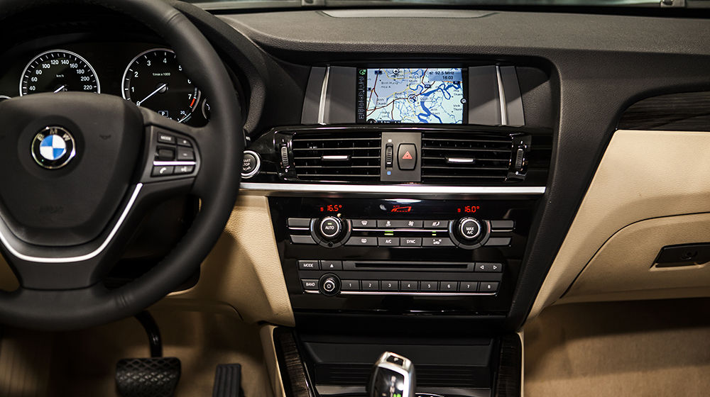 X3 sở hữu hệ thống định vị chuyên biệt BMW System Business, tích hợp bản đồ VN. Công nghệ dành riêng cho thị trường này .jpg