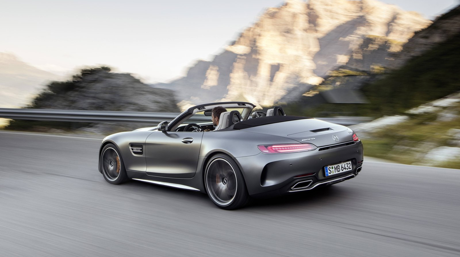 Mercedes-Benz-AMG GT Roadster (9).jpg
