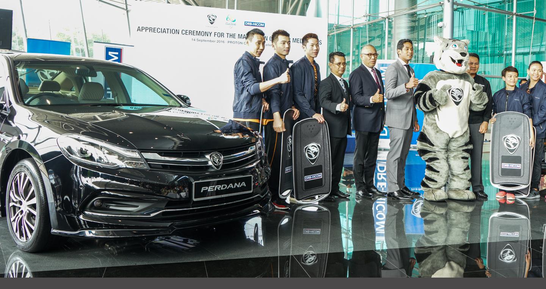 VĐV Malaysia giành huy chương Olympic nhận quà tặng là xe hơi