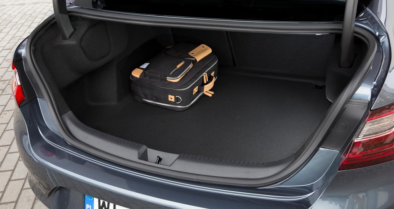 Renault_Megane_Sedan_2017 (21).jpg