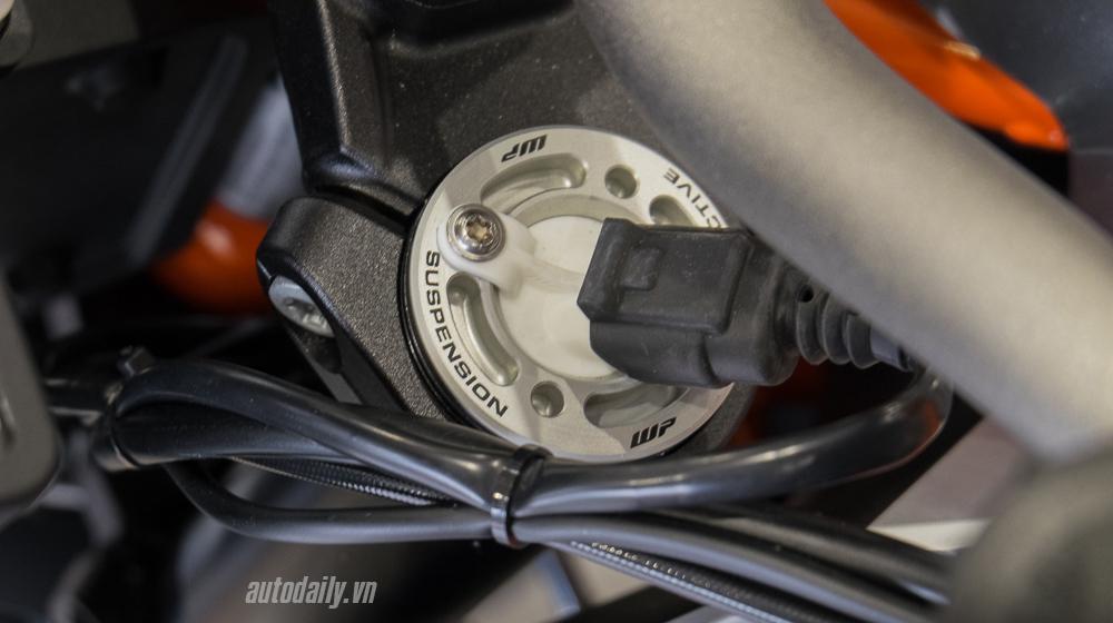 KTM 1290 Super Duke GT 2016 (19).jpg