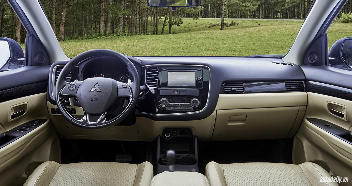 Mitsubishi Outlander (5).jpg