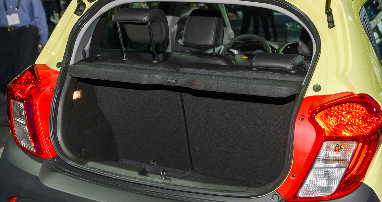 cGiá xe Chevrolet Spark Activ 2017 từ 16.945 USD với thiết kế hoàn toàn mới-7.jpg