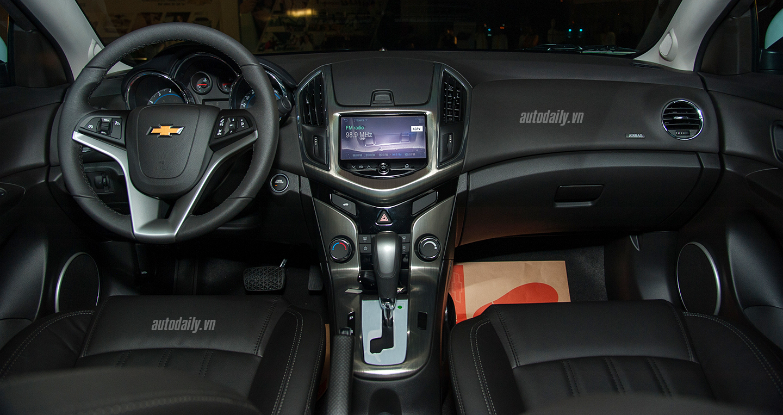 Cận cảnh chi tiết Chevrolet Cruze 2017 tại thị trường Việt Nam-1.jpg