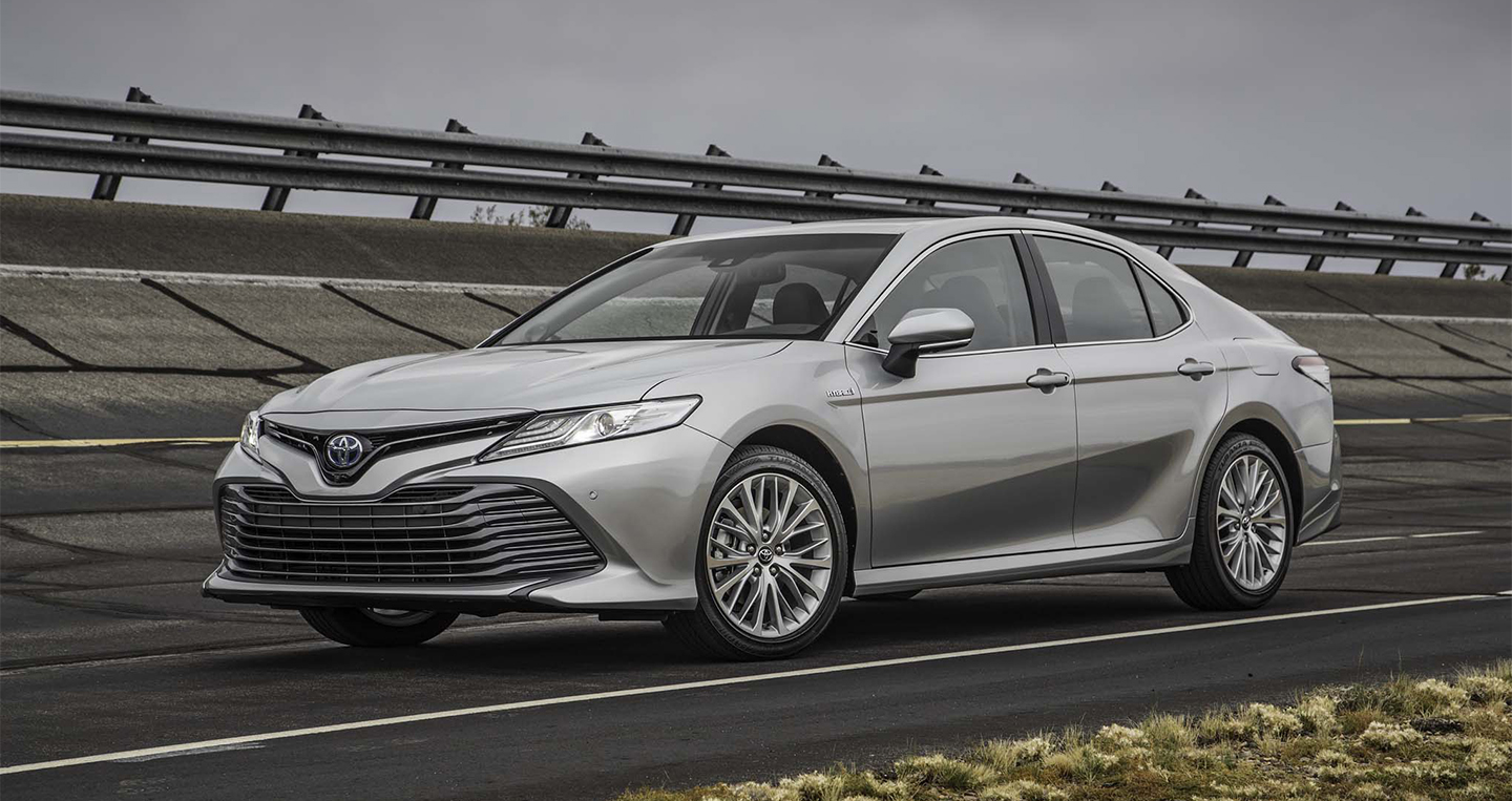 2018-toyota-camry-hybrid-xle-front-three-quarters.jpg