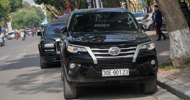 Toyota Fortuner mới chênh giá 50 triệu, vẫn không có xe giao trước Tết