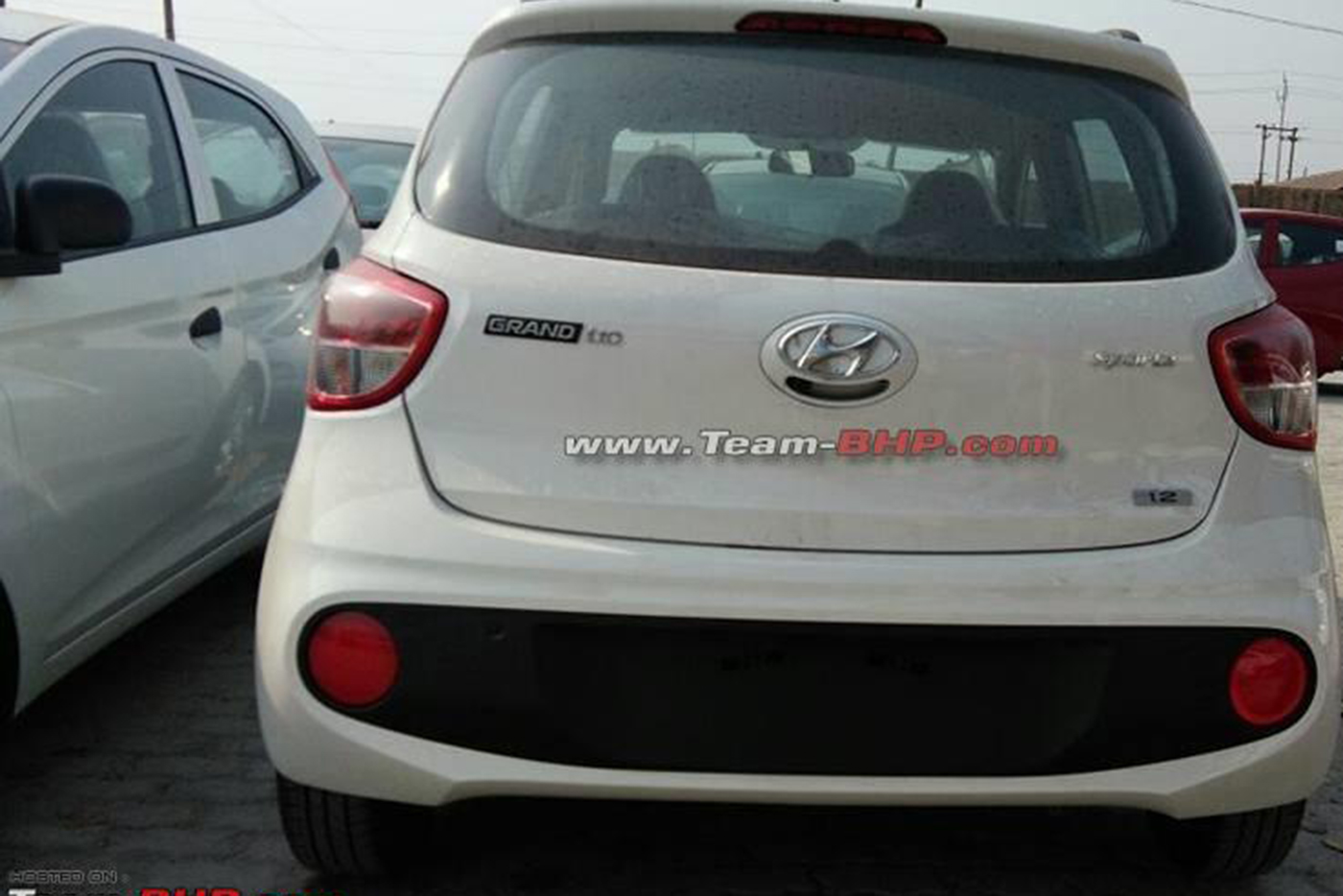 2017-hyundai-grand-i10-rear-reaches-dealer.jpg