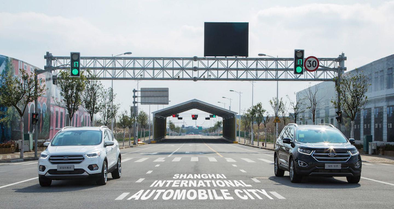 Ford thử nghiệm công nghệ giúp phương tiện di chuyển giữa phố đông