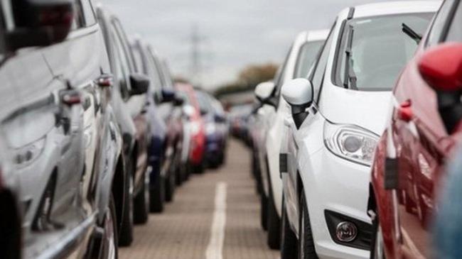 """Giá chỉ 308 triệu đồng, xe dưới 9 chỗ """"đốt cháy"""" thị trường"""