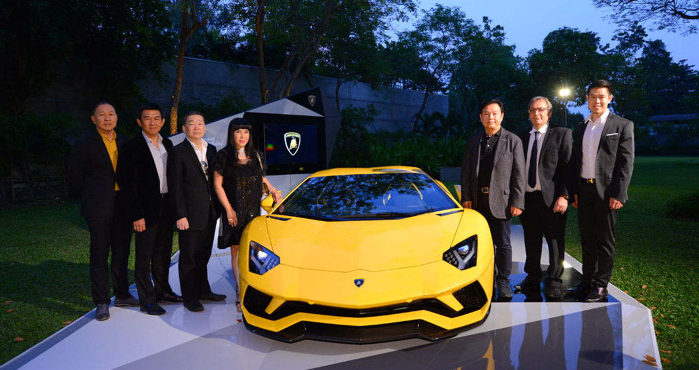 lamborghini-aventador-s-exclusive-preview-21.jpg
