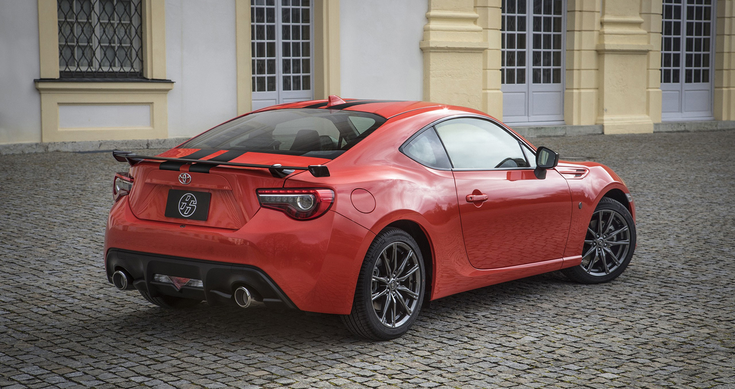 2017-toyota-86-860-special-edition-2.jpg