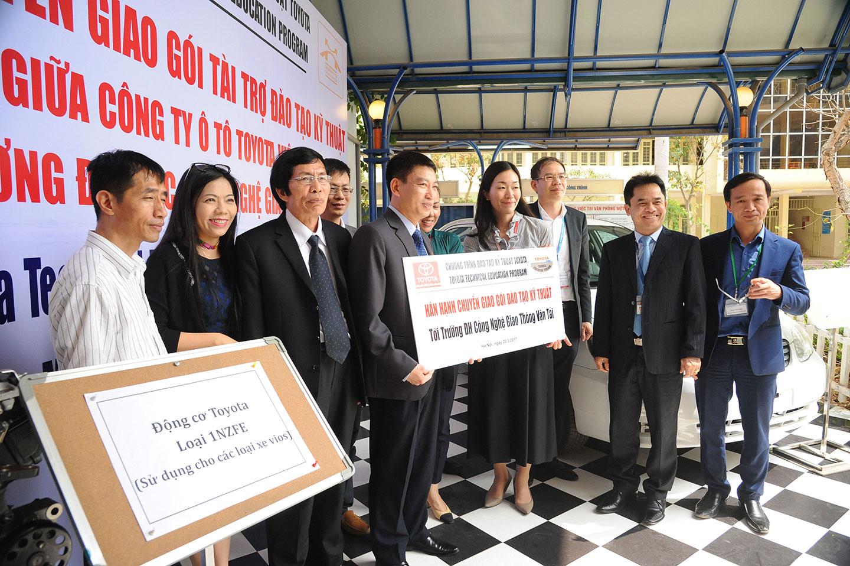 Toyota Việt Nam tặng xe và động cơ phục vụ đào tạo - ảnh 5