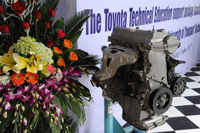 Toyota Việt Nam tặng xe và động cơ phục vụ đào tạo - ảnh 2