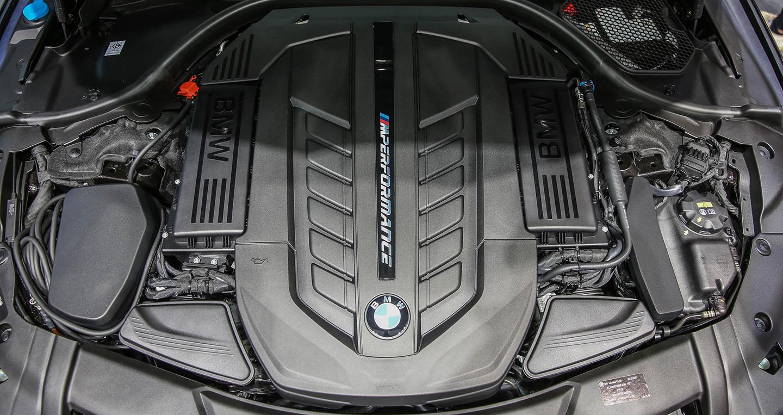 bims2017-bmw-m760li-xdrive-v12excellence-ext-24.jpg