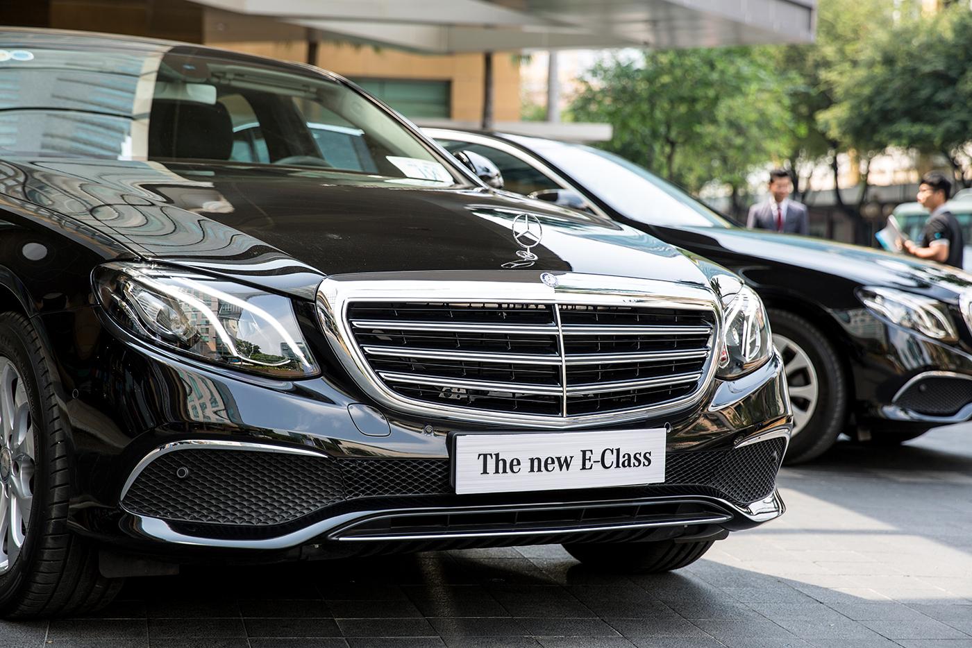 Mercedes-Benz tiếp tục bàn giao 5 xe E-Class 2017 cho khách sạn 5 sao - ảnh 4