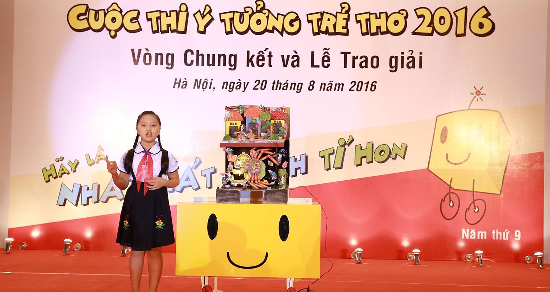 9-phan-thuyet-trinh-day-tu-tin-cua-be-bui-dan-thu-den-tu-thanh-hoa-voi-cua-may-thong-minh.jpg