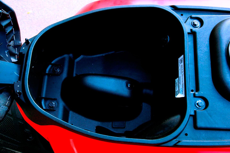 honda-cliq-underseat-storage.jpg
