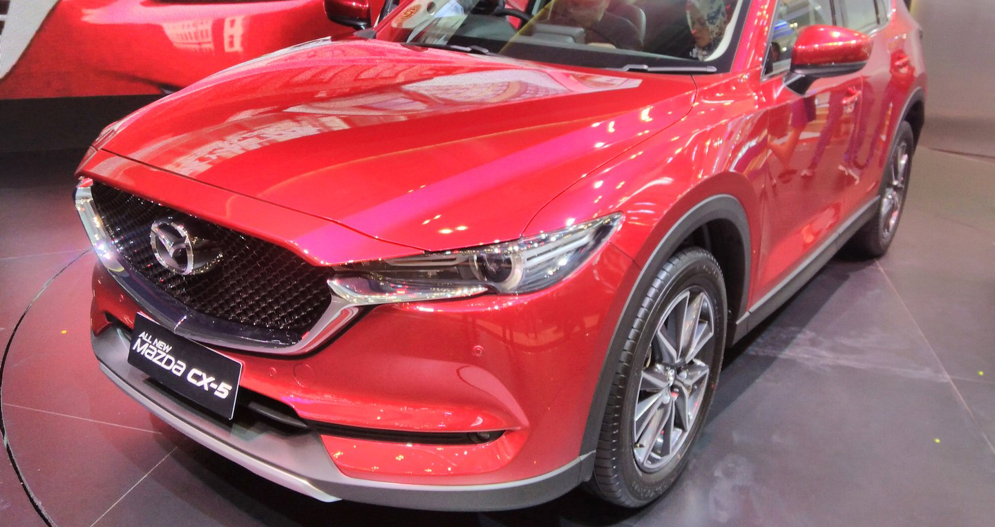 2017-mazda-cx-5-2nd-gen-front-quarter-at-the-2017-giias.jpg