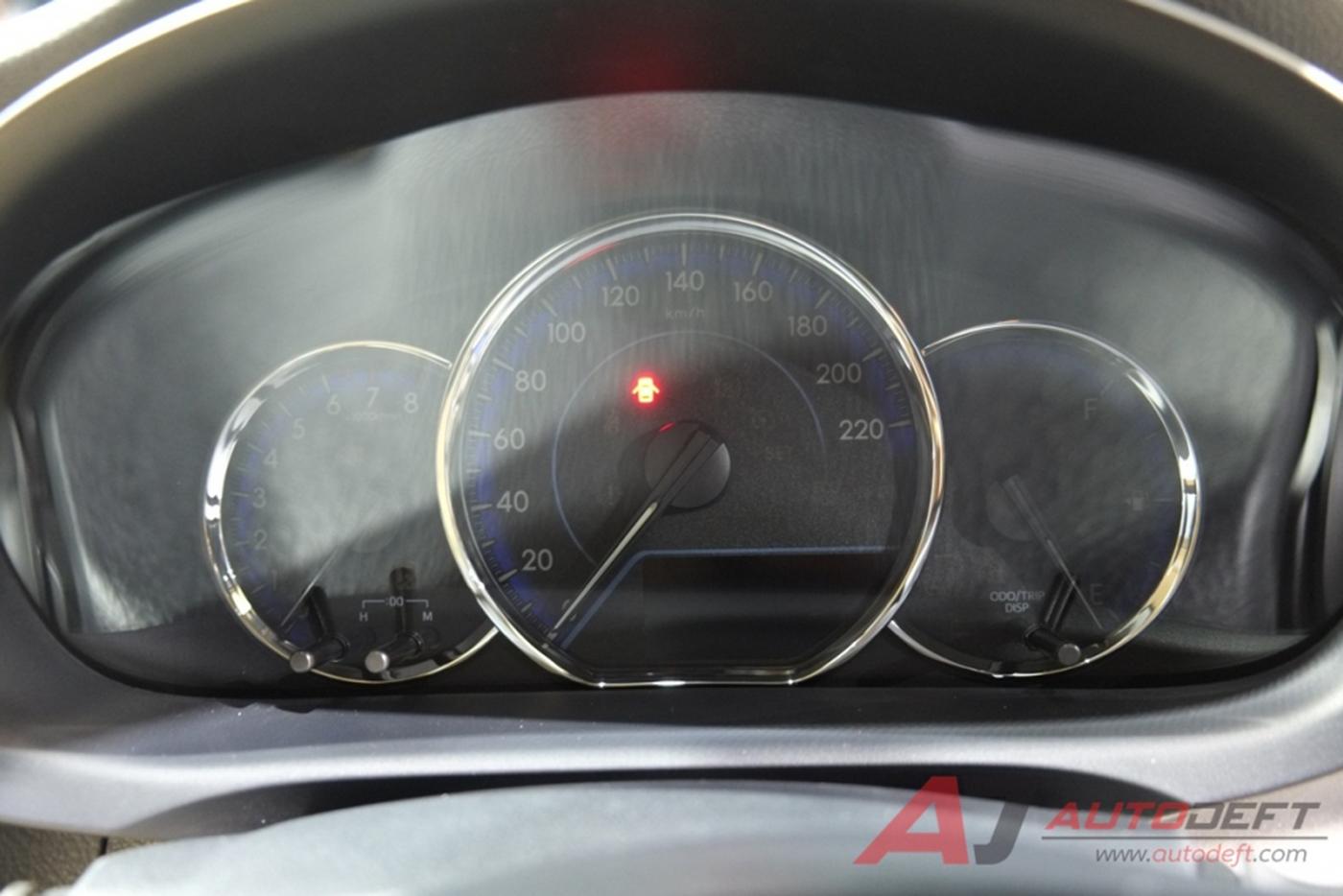 toyota-yaris-sedan-2018-12.jpg