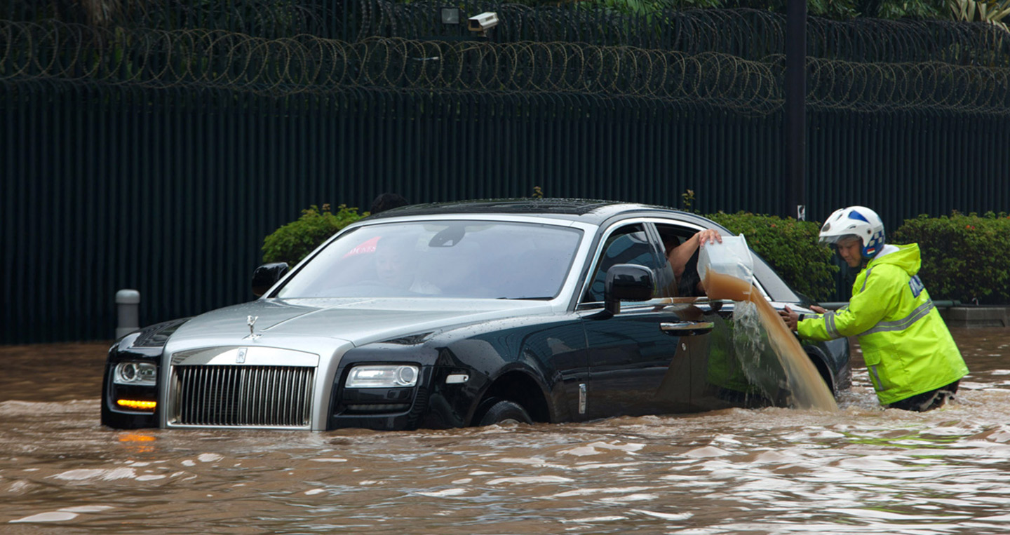001-rolls-royce-ghost-flooded.jpg