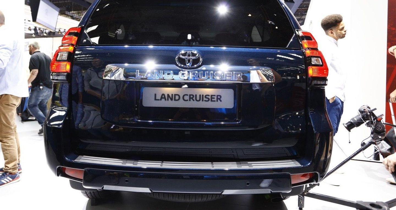 2018-toyota-land-cruiser-live-in-frankfurt-6.jpg