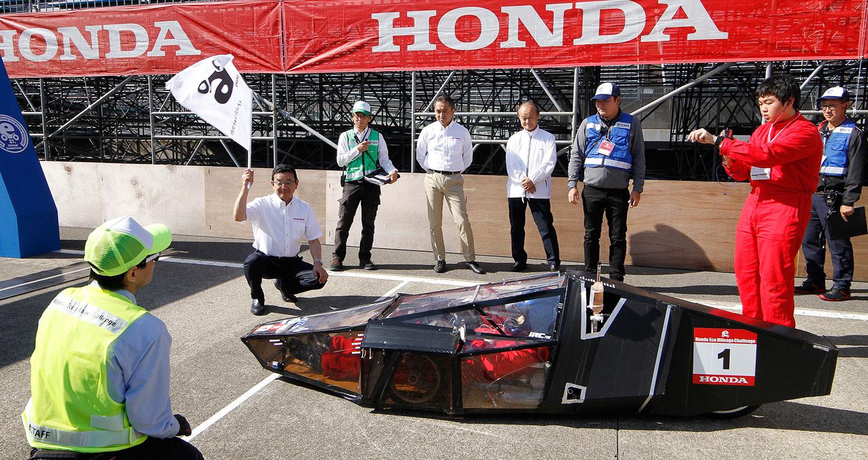 Người Việt thi lái xe máy tiết kiệm nhiên liệu tại Nhật