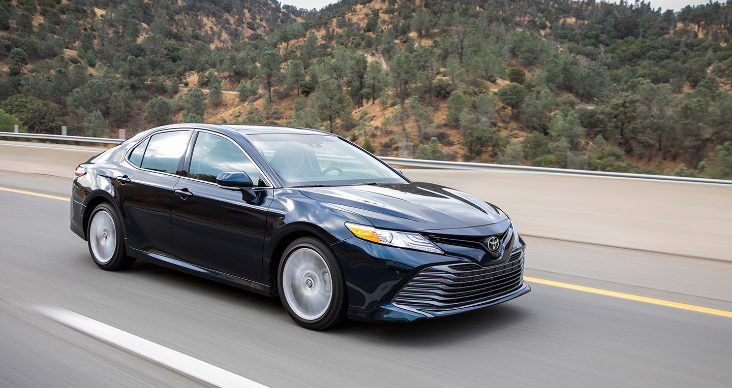2018-toyota-camry-2-5-xle-front-three-quarter-in-motion-06.jpg