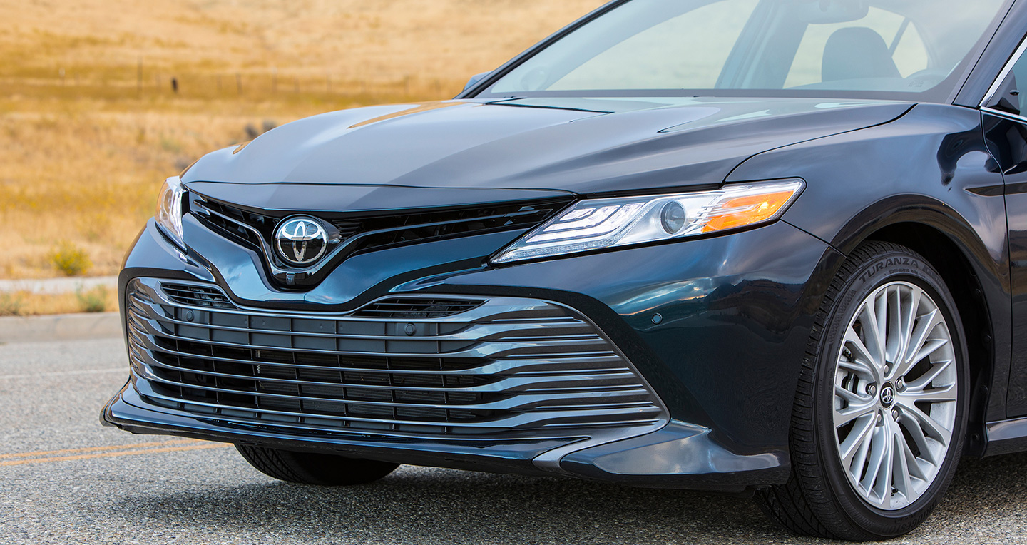 2018-toyota-camry-2-5-xle-grille-02.jpg