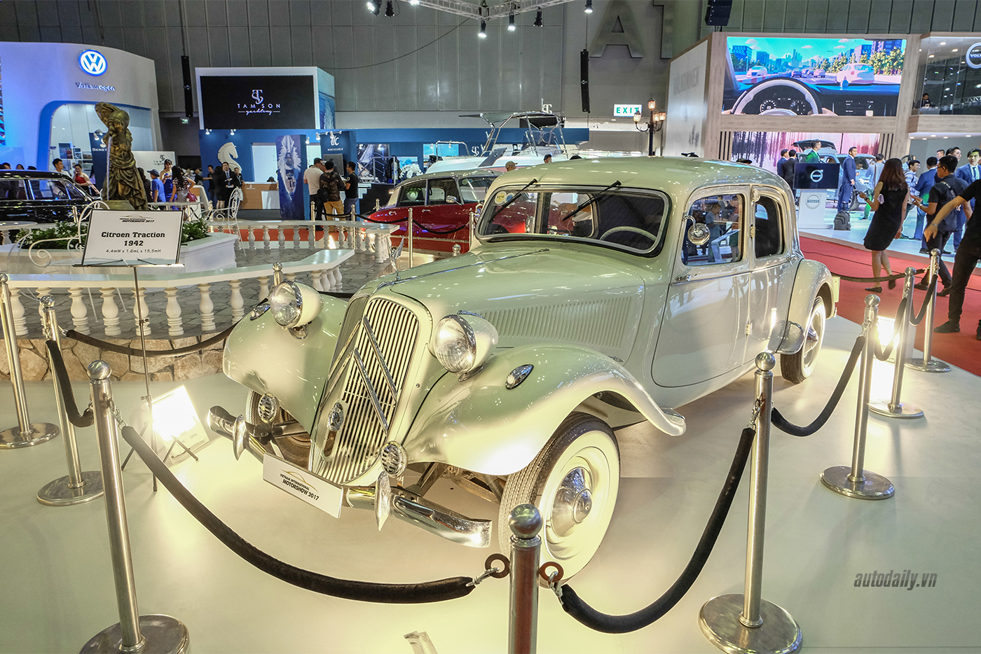 citroen-traction-1942-3.jpg
